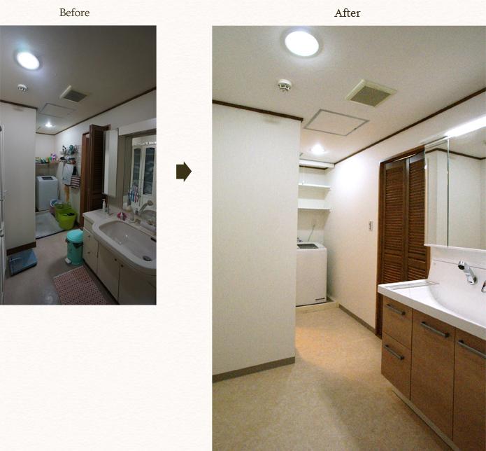 洗面台は三面鏡で収納力抜群に洗濯機の上に収納棚を設置